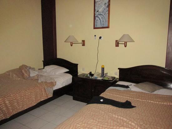 Masa Inn: twin bedroom