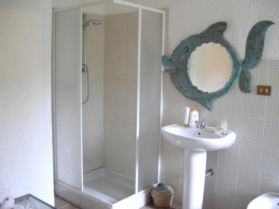 B&B La Dea Madre: bagno camera su barriccu