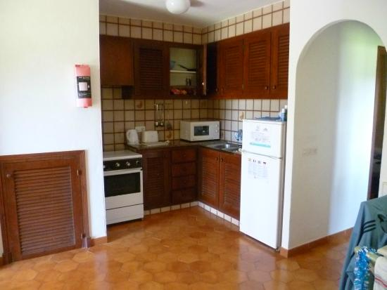 Apartments San Jaime: Kitchen