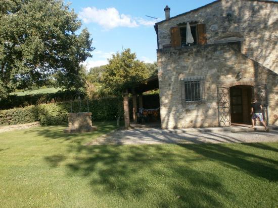 Podere Chiusella: jardin et location