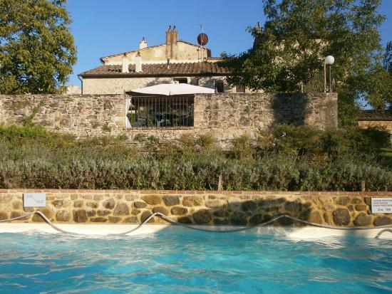 Podere Chiusella: piscine et terrasse