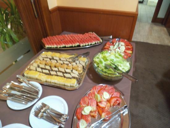 Citluk, Bosnien-Herzegovina: Buffet insalate e dolci