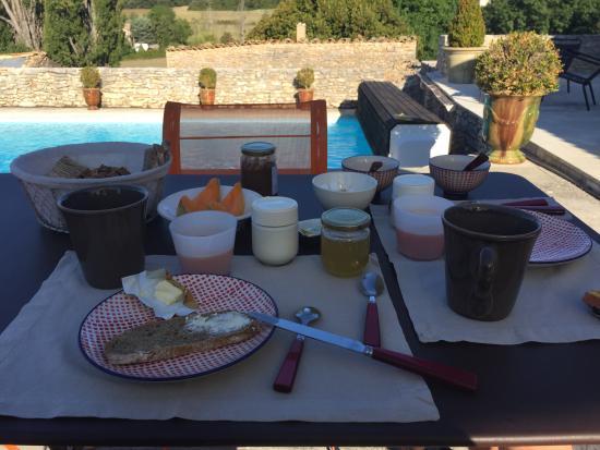 Simiane-la-Rotonde, Fransa: Délicieux petit-déjeuner