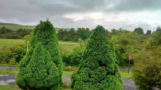 Rhymney House Hotel: Beautiful view from window and a lovely riverside walk. The river could be heard from our window