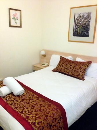 North Shore Hotel : room2