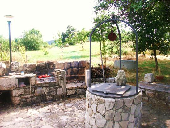 Pozzo e barbecue in pietra foto di casino tonti iarussi - Barbecue da giardino in pietra ...