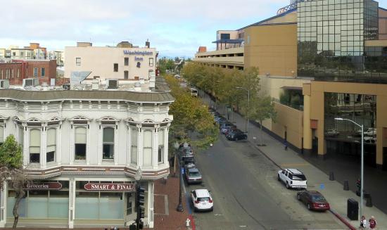 Courtyard by Marriott Oakland Downtown: ホテルからのオークランド市街の眺め