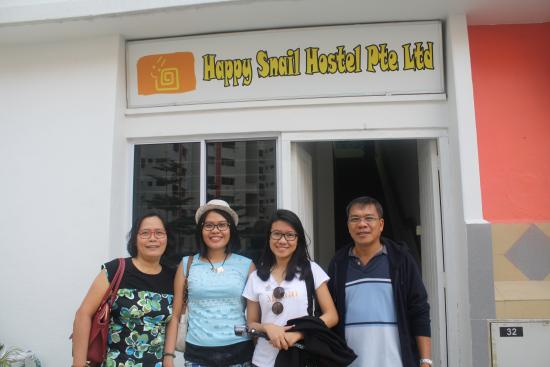Happy Snail Hostel: Family photo with the hostel