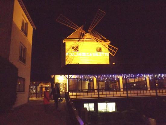 moulin de la galette picture of le moulin de la galette sannois tripadvisor. Black Bedroom Furniture Sets. Home Design Ideas