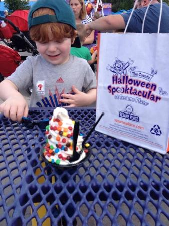 sesame place frozen yogurt with mms during halloween spooktacular - Sesame Place Halloween