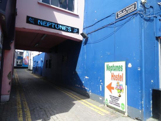 Neptunes Hostel: Entrance