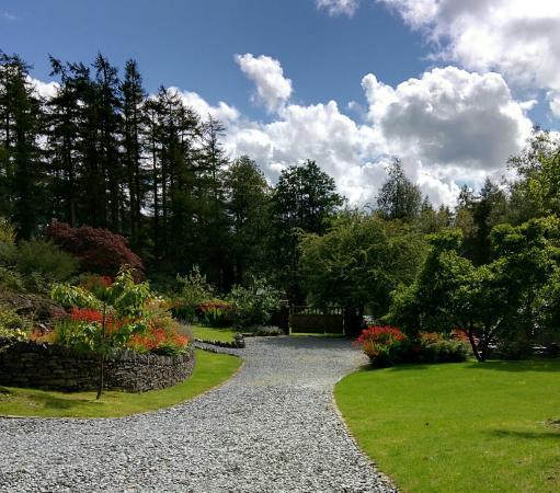 Gilpin Hotel & Lake House: Entrance driveway