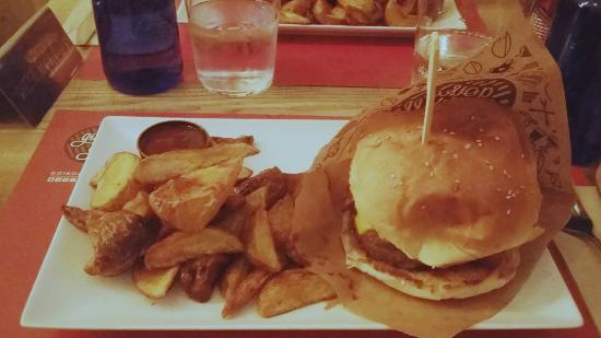 Goiko Grill: Recomendable hamburguesa La Puchi, con queso americano, bacon y champiñones en su salsa.