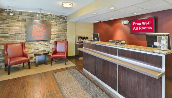 Red Roof Inn Huntington: Front Desk