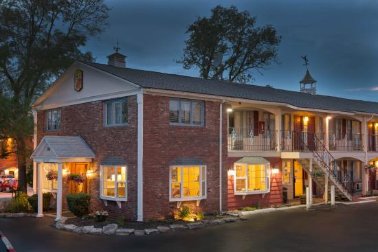 Super 8 Sturbridge: Front - Exterior Night View