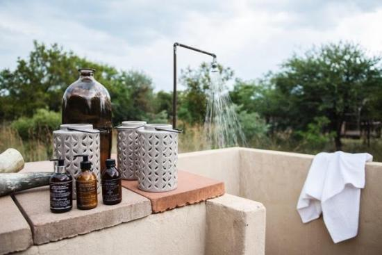 Thandeka Lodge and Spa: Outdoor shower