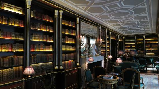Library different angle - Picture of La Reserve Paris - Hotel and ...