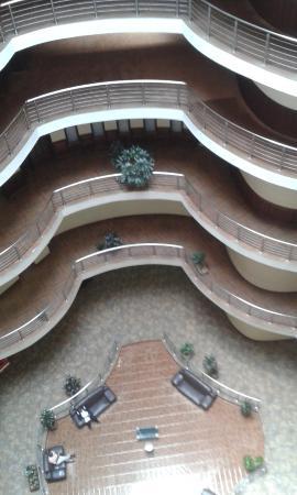 Imperial Royale Hotel: Вид сверху вниз