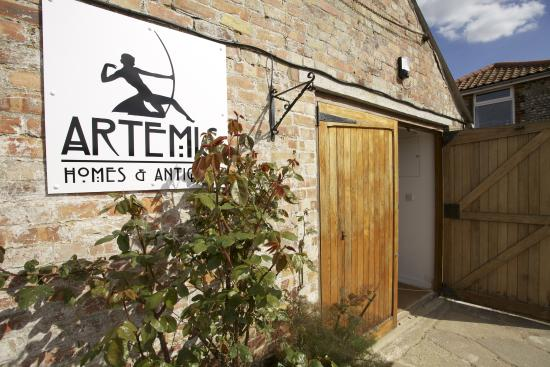 ‪Artemis Homes & Antiques‬