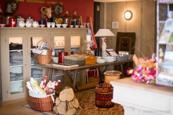 Hamilton Lodge Zweisimmen: cozy and nice inside. Lots of details and a little shop