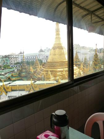 โรงแรมการ์เดน: The wonderful view from the breakfast room