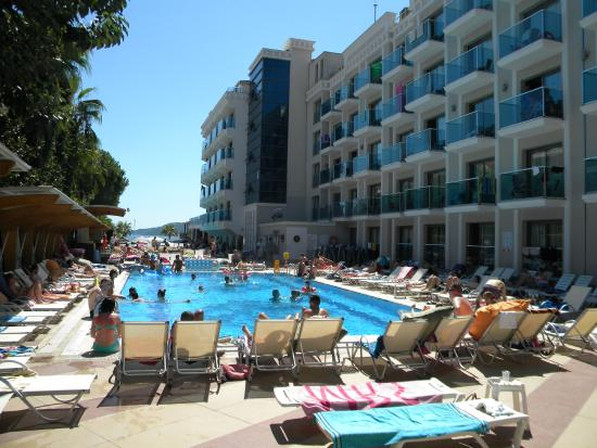 Hotel Emre: The pool side