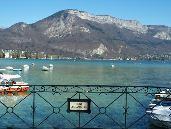 le pont des amours picture of lac d 39 annecy annecy tripadvisor. Black Bedroom Furniture Sets. Home Design Ideas
