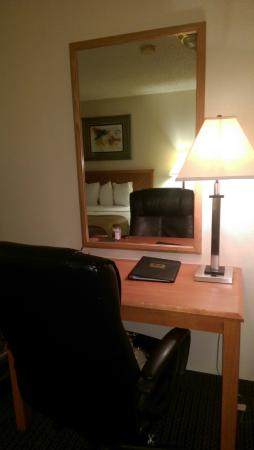 Econo Lodge Inn & Suites: Desk