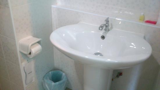 Chada Veranda Hotel: Wash basin