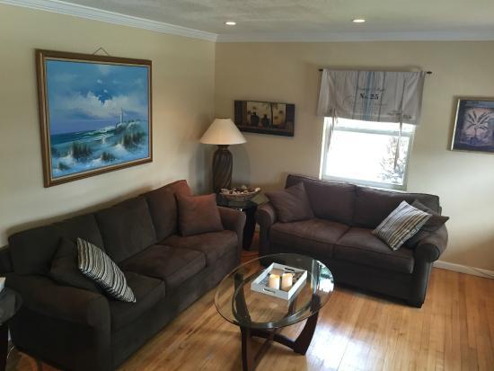 Holiday Isle Yacht Club: Living room
