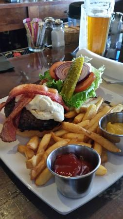 Orland, CA: Fig & Goat burger