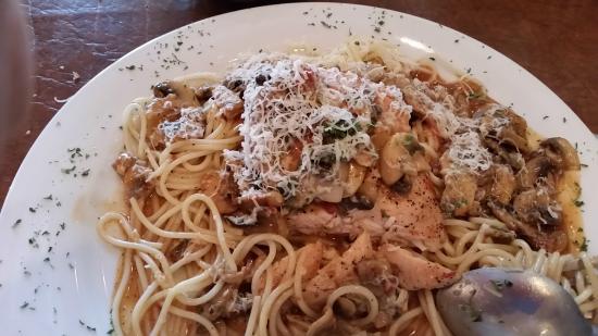 Moni's Pasta and Pizza: Chicken Marsala