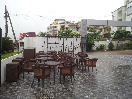 Hotel Supreme : Swimming pool area