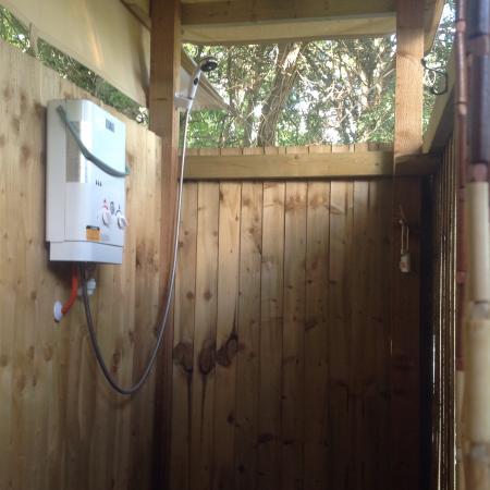Bere Regis, UK: Outside shower, with Dorset Handmade Soap!