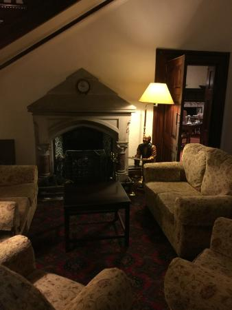 Appleby Manor Hotel & Garden Spa: A quirky little snug area in a hall way, cosy little corner