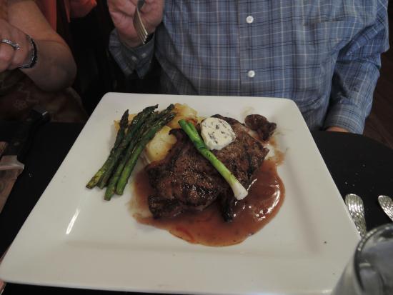 Laughing Ladies Restaurant: Rib Eye steak dinner