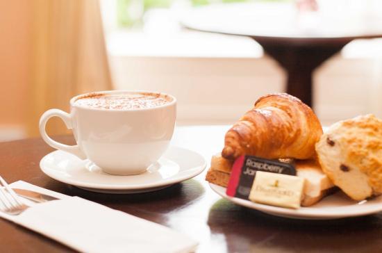 Cafe Carlo: Breakfast starts from €3.95