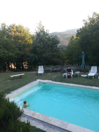 Torreluca B&B: relax in piscina dopo il viaggio di arrivo