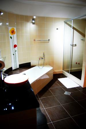 Hotel Casa Kolping Sucre: Habitación - Baño de Departamento King