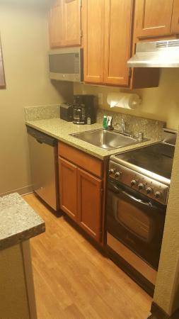 TownePlace Suites Newark Silicon Valley: kitchen
