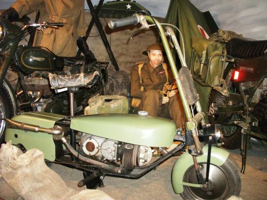 l'Épopée de la Moto: Moto utilisée par les parachutistes de la 2e Guerre Mondiale, Musée Épopée de la Moto