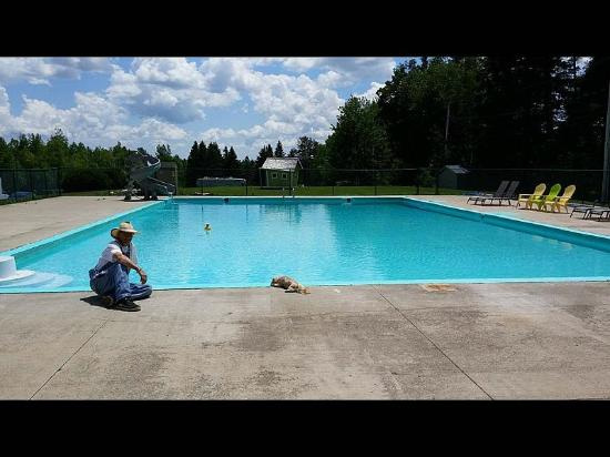 Campers City RV Resort: Spacious Pool heated by Solar Panels
