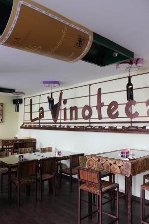 Decoracion vinoteca fotograf a de la vinoteca noja - Decoracion de vinotecas ...