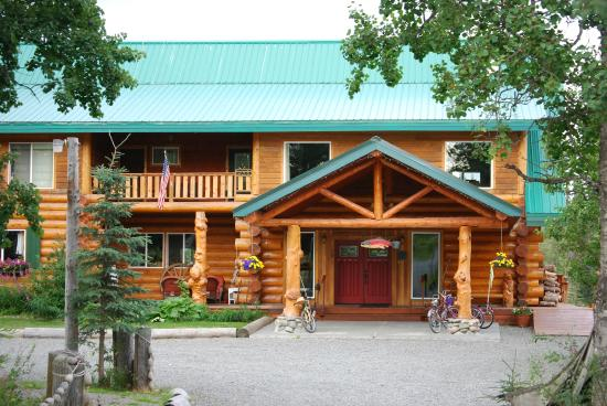 Crooked Creek Retreat & Outfitters : The front of the lodge