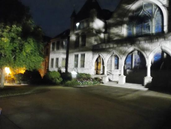 Ghost Hunters of Asheville : Night shot