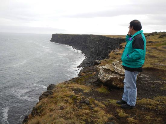 Volcano Tours: Awesome cliffs.