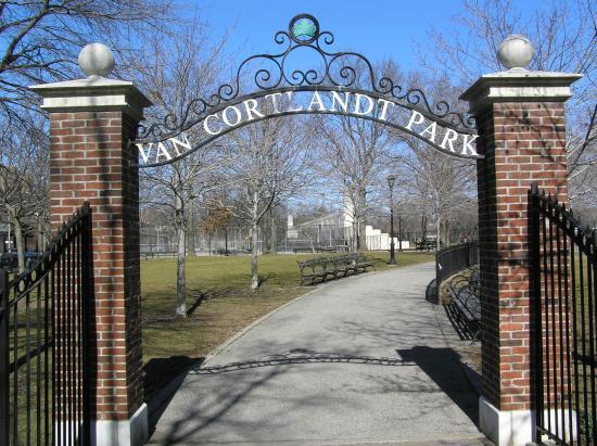 Van Cortlandt Lake - Picture of Van Cortlandt Park, Bronx ...