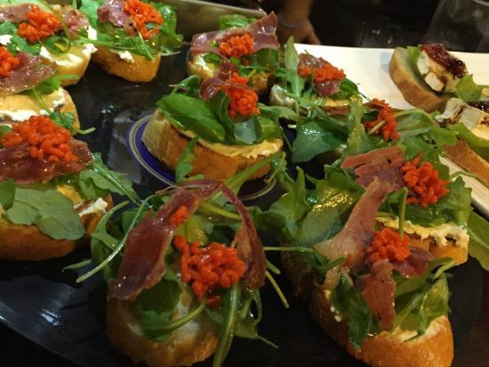 Restaurante Ardandegi: Tosta ensalada de rucula sobre crema de queso