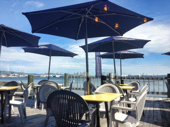 Dockside Restaurant and Bar: Outside seating