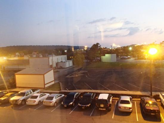 Drury Inn & Suites Birmingham Lakeshore Drive: View out of our window